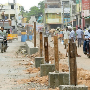 Work on the construction of barricades in the middle of the road at Kotar Railway Road: Action to Prevent Lorry Occurs