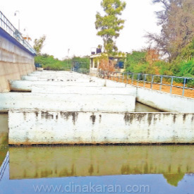 Wastewater overflowing in the center of the city: Risk of infection: People panic
