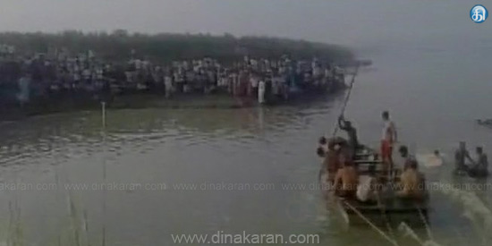 Boat accident in Yamuna river collapses: 6 people dead