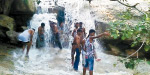 New waterfall by the rains near Ambur: Youth are enthusiastic about bathing