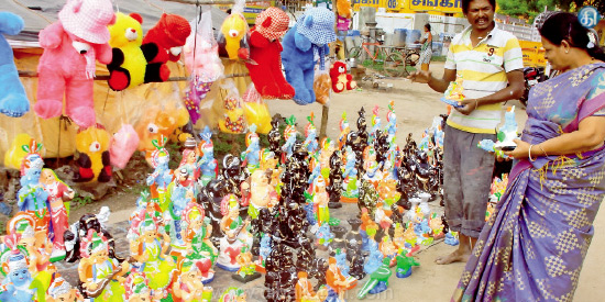 Approximately the devotees of the season Season: Rajasthan dolls ready for sale