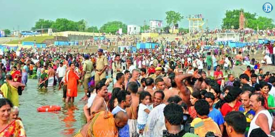 Cauvery Mahupushkara Festival Devotees on the 2nd day Sacred water