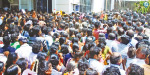 Around 2,000 people gathered in one day to get an application for everyone's house project at Nellai: women falling behind the push