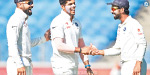 Pune, India in a Test match bowling: Umesh Yadav and calmed asiyai