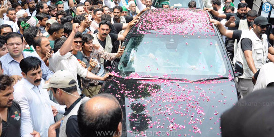 Nawaz Sharif's supporters march out of prime minister's post