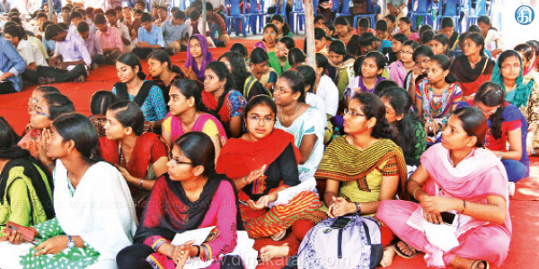 50% reservation canceled: Government doctors fast for one day