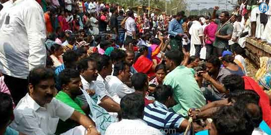 Demanding to find the marvels in the sea 7,000 fishermen storm