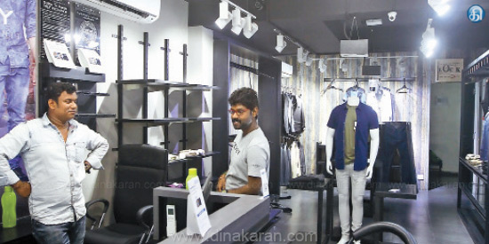 10 lakh cloth robbed