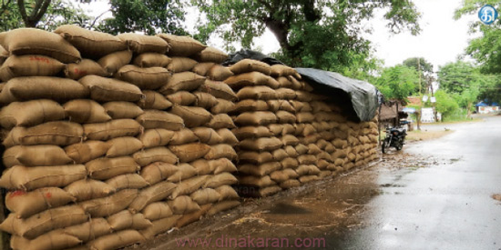 Lakh paddy bundle in Vedaranyam Purchase Centers: Wastage in the rain
