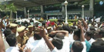 Attack between OBS-DTV supporters at Madurai airport: throwing shoes