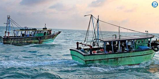The fishermen of Tamil Nadu fishermen in the middle of the boat collided with the rock in the maritime sea