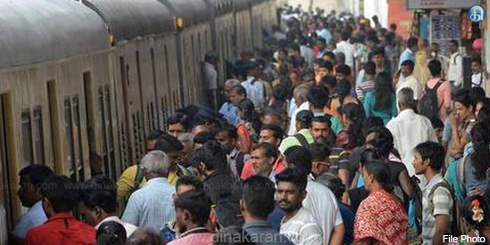 People who boycotted the bus ... Around 10 lakhs a month in the suburban train