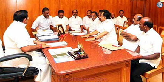 MK Stalin meeting with Chief Minister Edappadi Palinasimi: submission of the Department of Transport Reconstruction