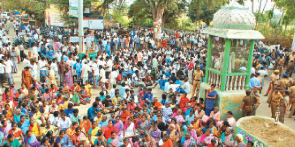 Tried to demolish the church: officials condemned the roadblocks