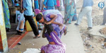 women fighting together in Dharmapuri bus stand
