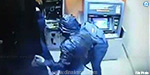 ATM robbery attempt at seeing the shock on camera: flow alarm by masked man