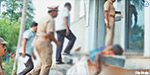 Bank robbery attempt at attacking the police, so as to open the public was spared Rs .1.50 crore