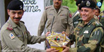 On the border of India - Pakistani soldiers exchanged sweets