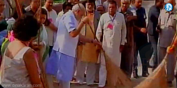 PM Narendra Modi Launches Huge Clean India Initiative
