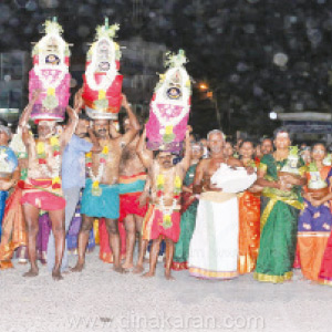 Muluparai is a festival celebrated at the Adith festival in Tiruchendur Peakinamakali Amman Temple