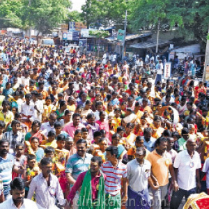 Flower kavitha ceremony at Nakasalamurthy Temple: Thousands of lenders