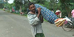 Poor Indian man carries his dead wife on his shoulder for 10km