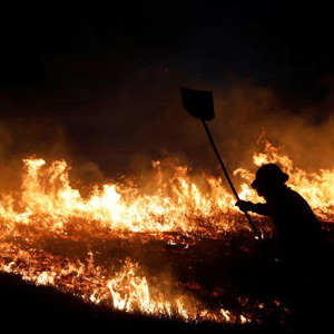 Firefighters are unable to extinguish the blaze about the Amazon jungle