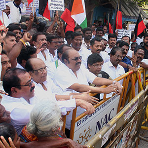DMK district secretary Anbazhagan led the party protesting against sugar price hike