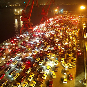 11,000 cars hit by heavy traffic : People are suffering from drowning on the road throughout the night