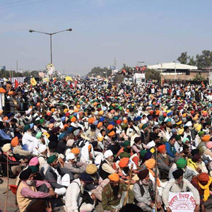 Farmers protesting against the laws of the Central Government ... Raising slogans and protesting for the 8th day in Delhi !!