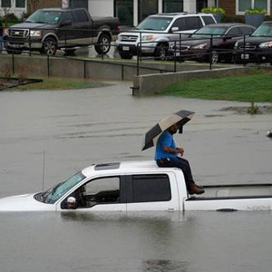 Hurricane Imelda to claim storm : Pictures of Flooding