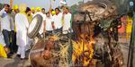 Protest erupts across the country against agricultural law !: Protest against tractor burning near India Gate .. !!