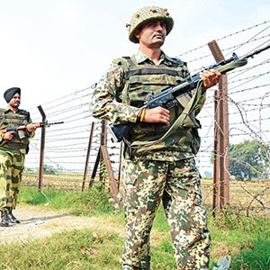 The Indian Army has concentrated 8,000 troops on the Indian-Chinese border to face the Chinese army
