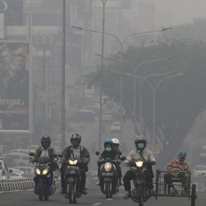 Wildfires in the forests of Indonesia: People suffering from poisoning