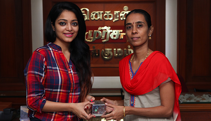Sun TV, Dinakaran award Vinayaka Prize Festival: Actress Janani Iyer awarded winners