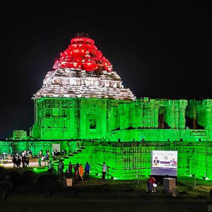 100 crore vaccination record celebration: 100 monuments including Mamallapuram temples lit up in tricolor !!