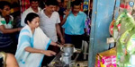 West Bengal Chief Minister Mamata Banerjee in the village tea shop, tea produced and given to the views of the people!