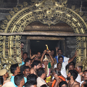 Carnatic Deepath Festival: Parani Deepam is mounted in the Thilai Annamalaiyar Temple