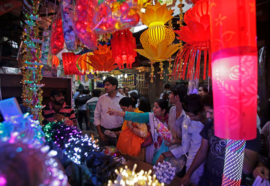 Diwali Festival: People getting ready to celebrate with fervor