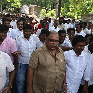 Piyas Gordon's house in Dinakaran's supporters sudden siege: Police concentration