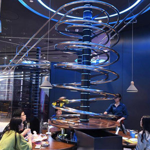 Enough dishes will automatically come to the table when ordered! : Bizarre Rollercoaster Restaurant in China