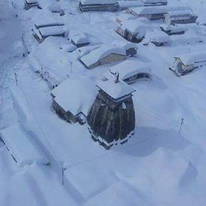 Kedarnath is a heavy snowfall: the Kedarnath Temple covered in icebergs