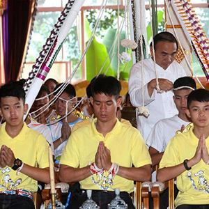 thailand_boys_prayer