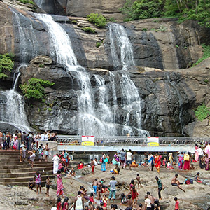 Shower with a pleasant environment in Courtallam