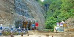 At least for tourists visiting the food shortage in Courtallam waterfalls monkeys paritavippu varantana