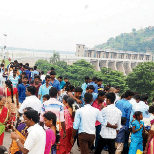 Vitumuraiyotti Diwali accumulated tourists flocked Sathanur off by the lack of adequate bus Awadhi