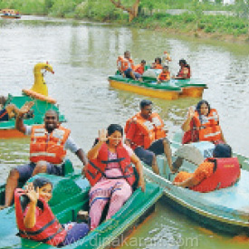 Tourists are enthusiastic has the Boat ride started in cutralam