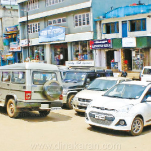 vehicle parking pemitted again near ooty coffee house