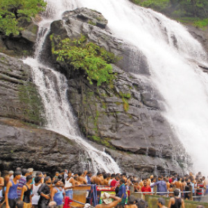 Water ilevel increase in the kutralam Waterfalls