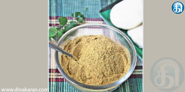Curry leaves and garlic powder